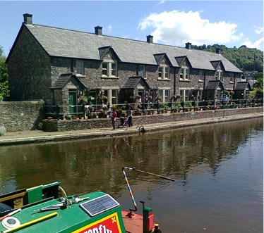 Dragonfly Cruises - Canal boat trips Brecon